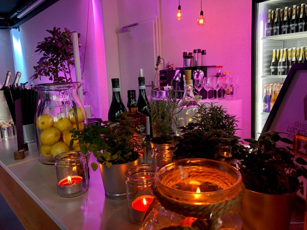 Buffetdekoration, kreative dekoration mit frischen kräutern