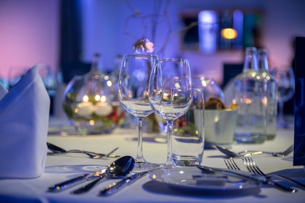 gedeckter Tisch, edel  Mehrgang Dinner