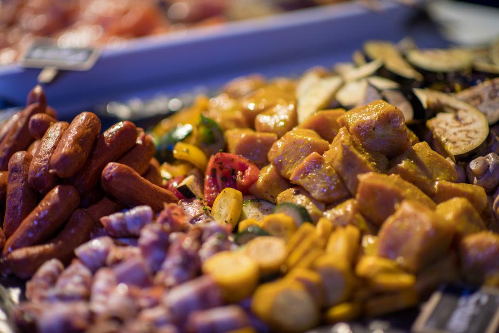 verschiedenesFleisch und Gemüse. Grillspiess zum selber zusammenstellen, rauchfreier Grill, Indoor BBQ