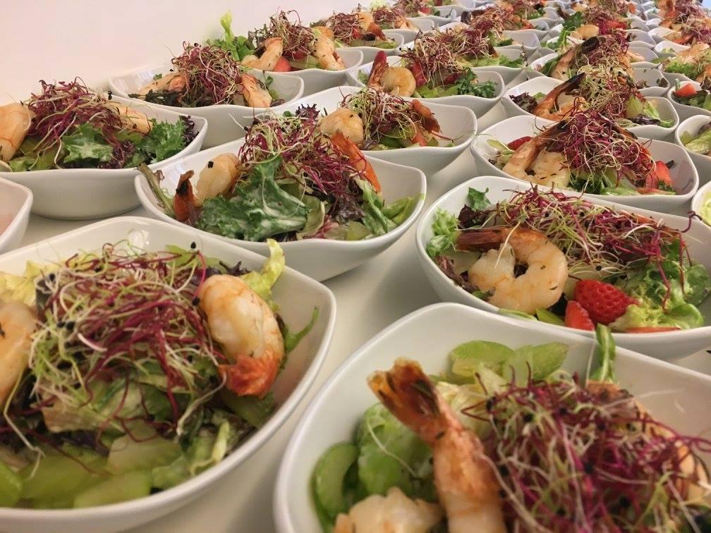 Sommersalat mit grillierten Riesencrevetten